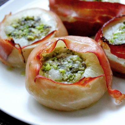 Cipolle ripiene con pistacchi e speck