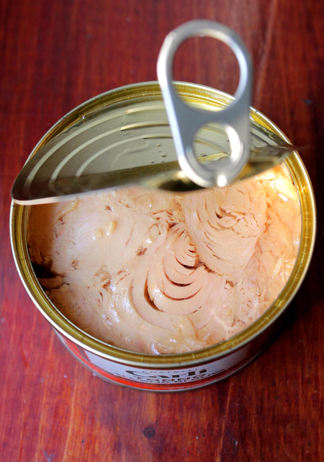 polpette di tonno con pomodori secchi e olive