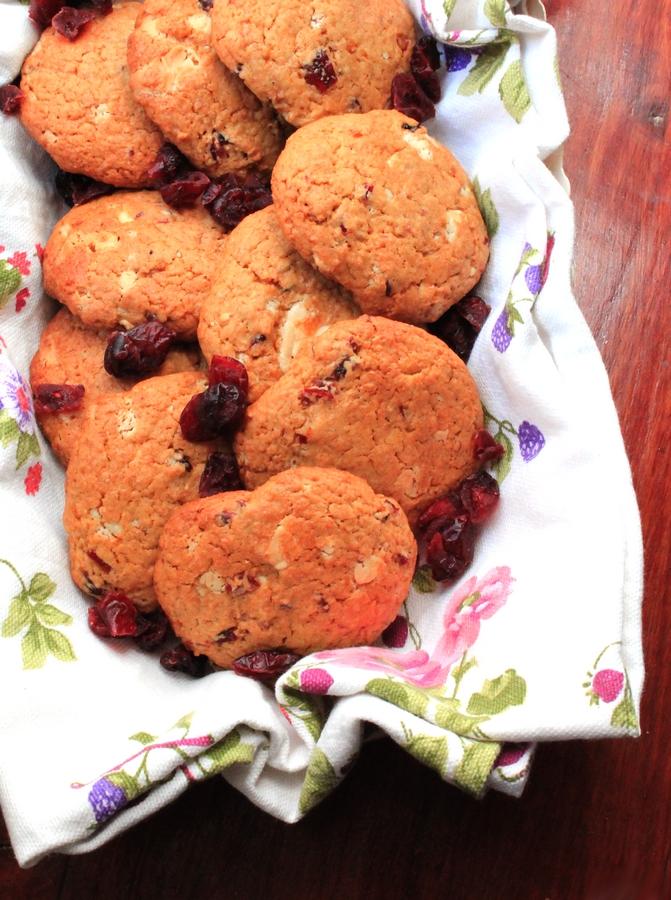 cookies al cioccolato bianco mirtilli e olio
