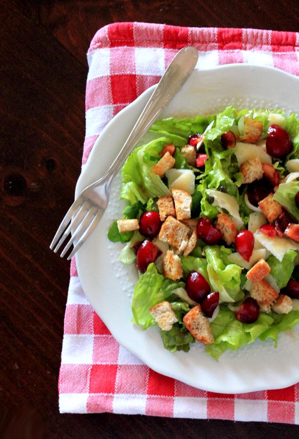 insalata verde con le ciliegie