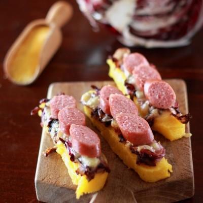 Crostini di polenta con radicchio, fontina e…Guster!
