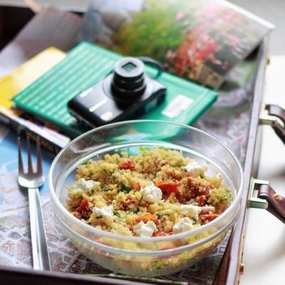 Cous cous alle erbe aromatiche con cipollotti e caprino