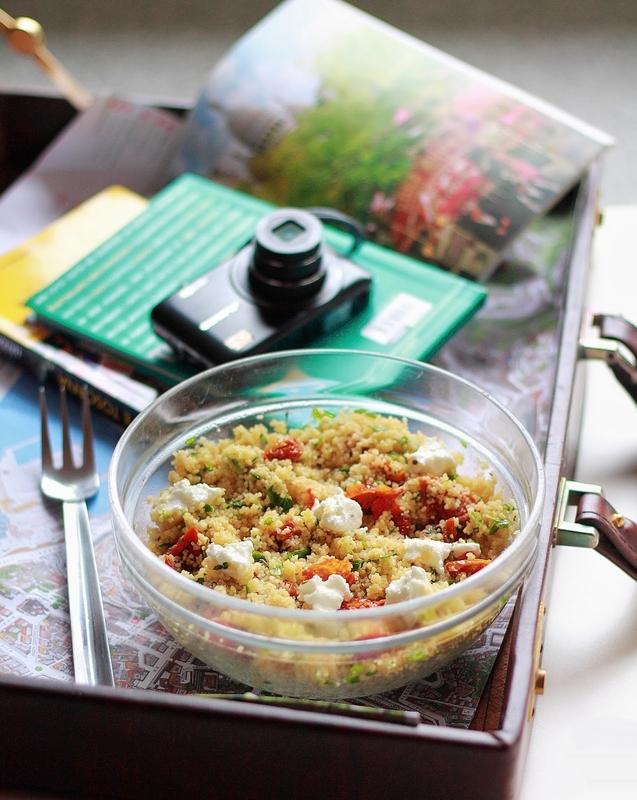 cous cous  erbe aromatiche cipollotti caprino