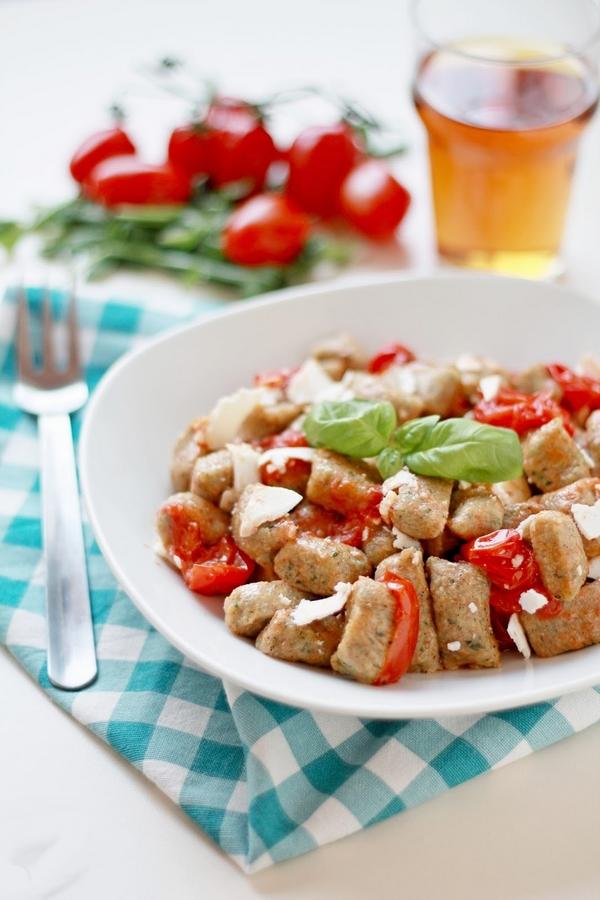 Ricetta Gnocchi Con Ricotta Salata.Gnocchi Di Rucola Con Pomodorini Caramellati E Ricotta Salata Coffee Mattarello