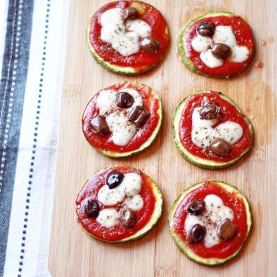 Pizzette di zucchine, asiago e olive taggiasche
