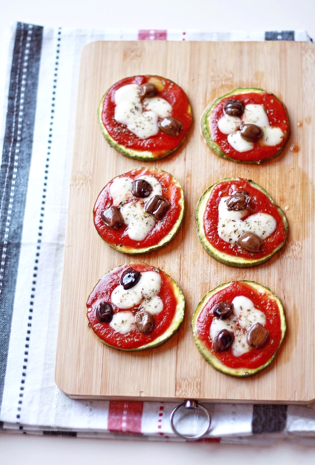 pizzette di zucchine con asiago e olive