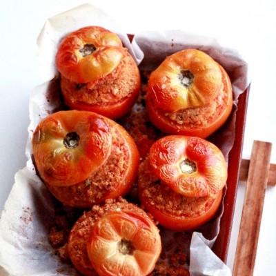 Pomodori ripieni con pangrattato e cacio ragusano (Pummaroru Cini)