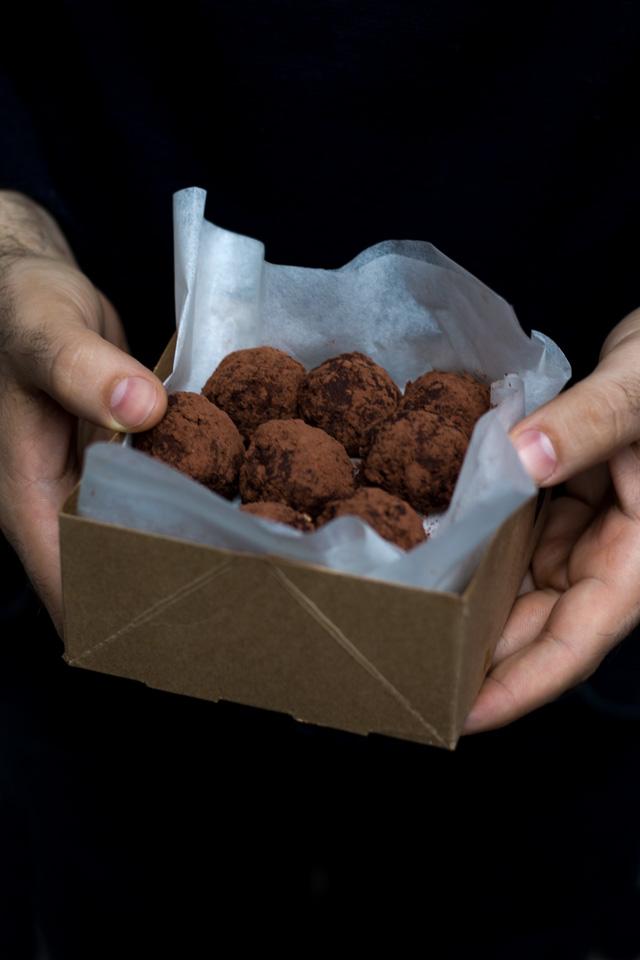 tartufini raw cioccolato e cannella in scatola