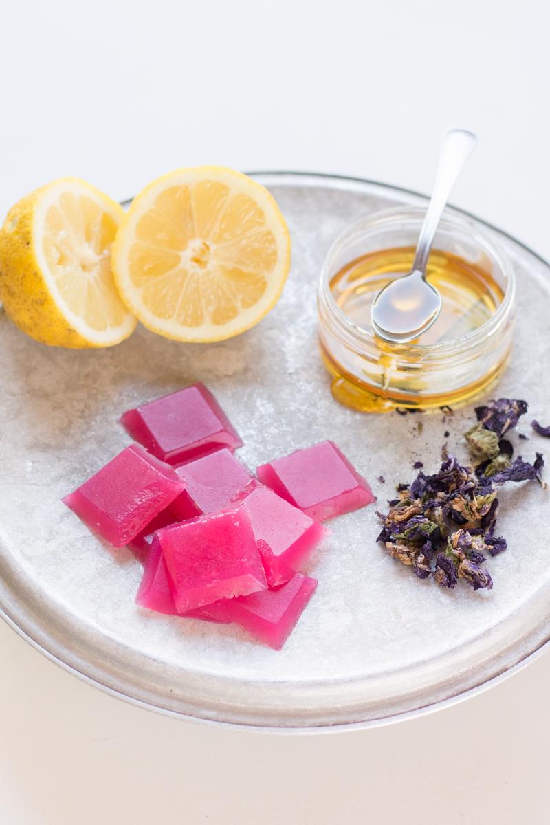 caramelle alla malva limone e miele per la gola