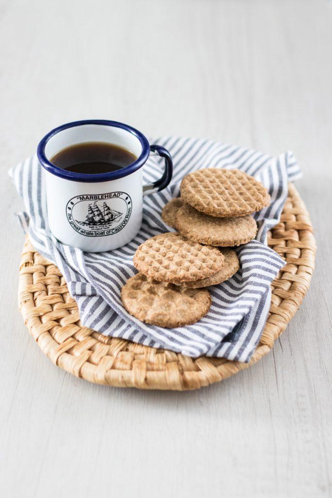 Biscotti integrali all'avena con caffè americano
